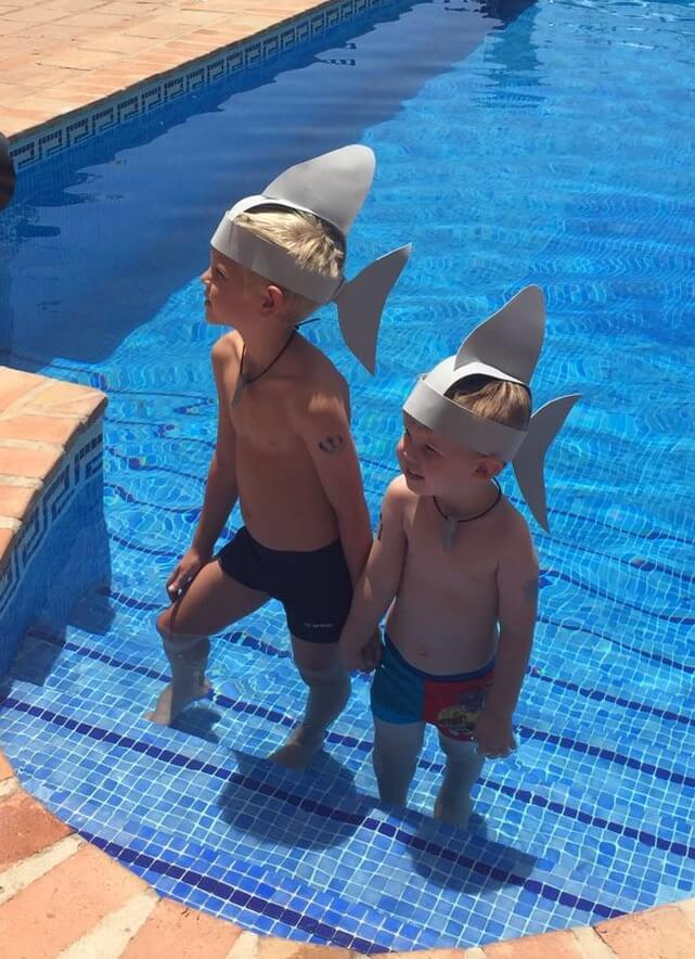 Pool parties with MyGeckoBox shark fins